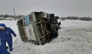 Автобус опрокинулся. Томская область.