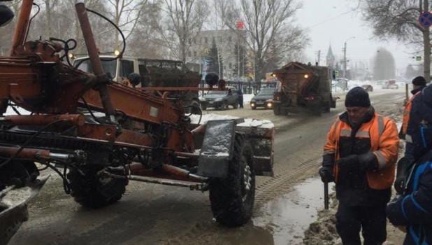 На ул. Энтузиастов прорвало водопровод.