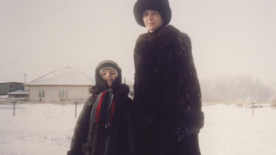 Артур Шестухин с мамой.