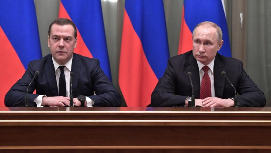 Дмитрий Медведев и Владимир Путин, 15 января 2020.