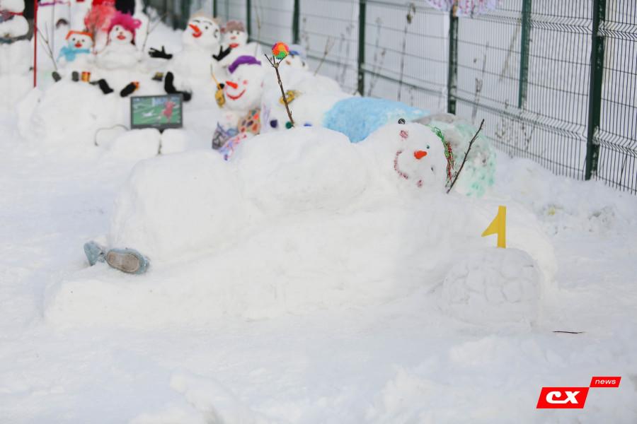 Чемпионат по лепке снеговиков.