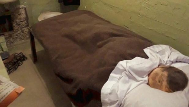Муляж в кровати заключенного, который сбежал из колонии. Красноярский край.
