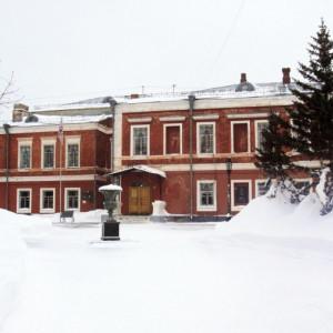Дом золотопромышленника Оларовского, Л. Толстого, 2. ГМИЛИКА.