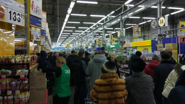 "Очереди в ""Ленте"" 25 января."
