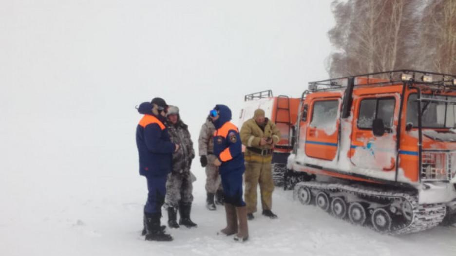 Спасение рыбаков в снежный буран возле Алейска.