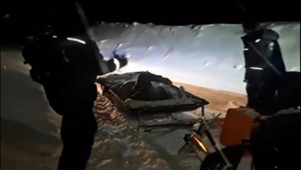 Спасатели на санях доставили мужчину в больницу. Алтайский край.