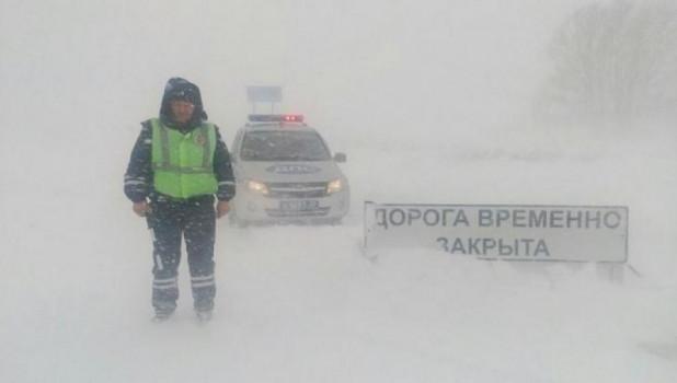 Перекрытие дорог, метель, ГИБДД.