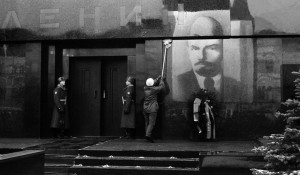 Владимир Соколаев. Мытье мавзолея Ленина к празднику. Москва. 1988.