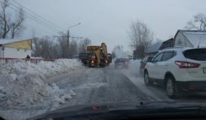 Снегоуборочная техника помешала барнаульцам добраться до работы.