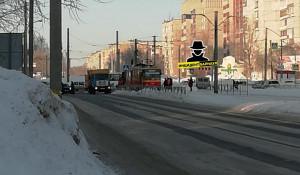 Трамвай сошел с рельсов в Барнауле.
