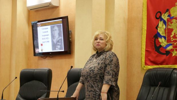 """Мая Хужина, бывший председатель Керченского горсовета, уволившаяся после скандала с """"батонами"""" для блокадников."""