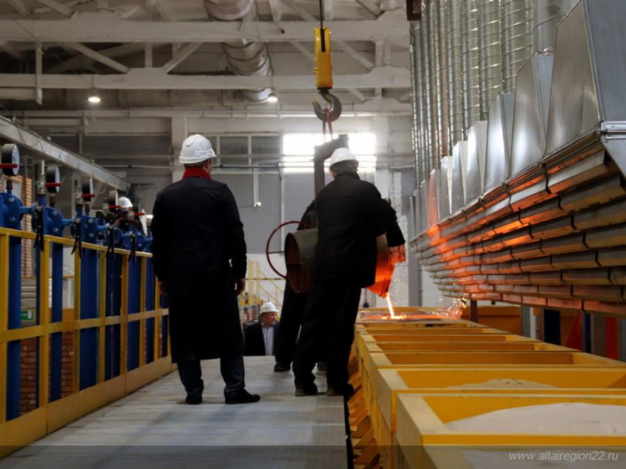 Литейное производство на Рубцовском заводе запасных частей.