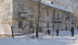 Аварийный дом на ул. 1-я Западная в Барнауле.