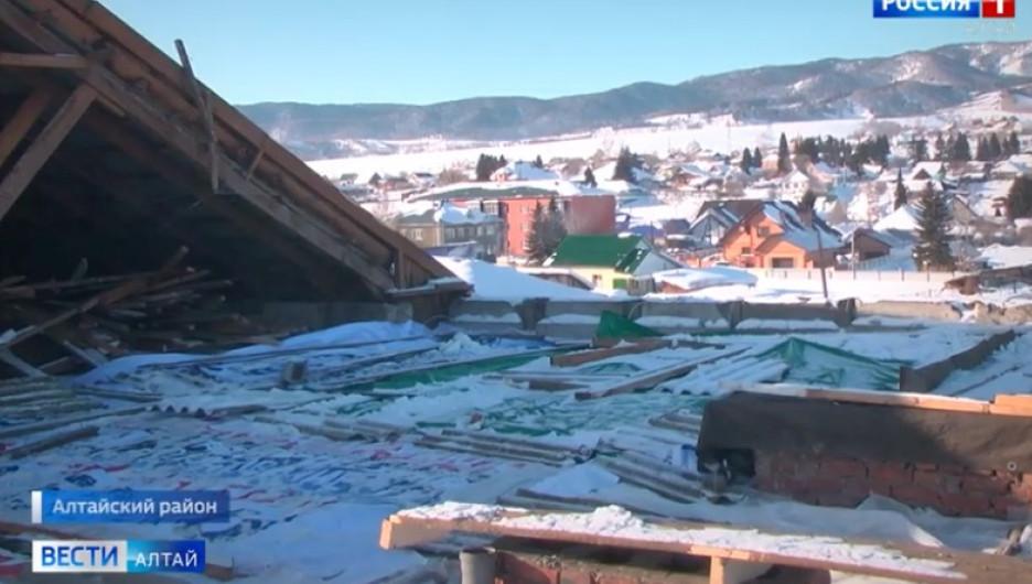 Дом в селе Алтайском остался без крыши.