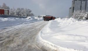 Выгрузка снега рядом с кварталом «Адмирал».