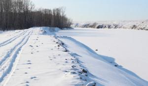 Замерзший Чарыш в Краснощековском районе.