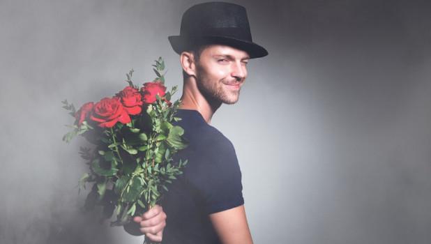 Парень. Розы Свидание.