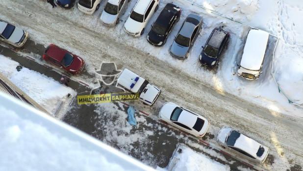В Барнауле девушка погибла, упав с высоты 14 этажа.