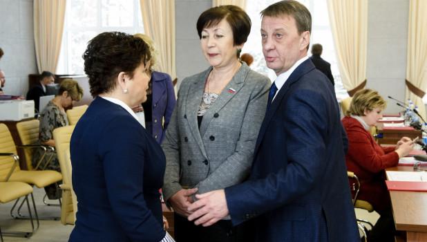Зарплата все-таки растет. Барнаульские депутаты хотят на 5 тыс. поднять оклад мэру