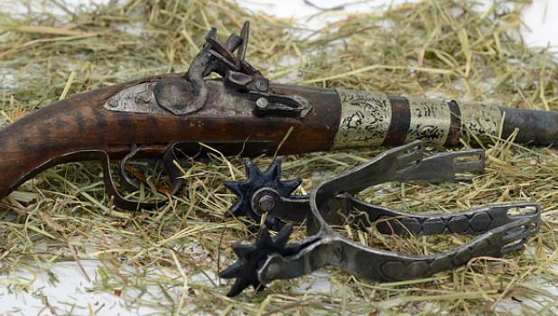 Старинный пистолет