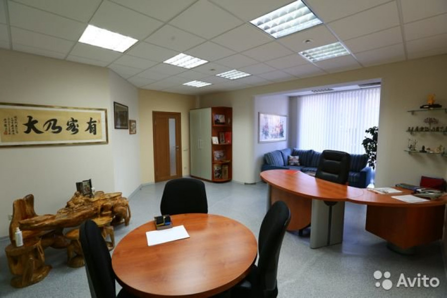 В Барнауле продают офис с печкой.