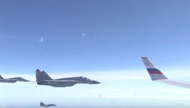 Почетное сопровождение самолета Сергея Шойгу.