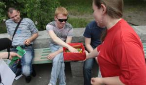 """Студенты """"политеха"""" меняют сигареты на конфеты во Всемирный день борьбы с курением."""