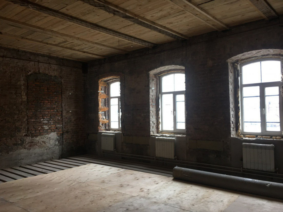 Внутри купеческого дома по ул. Короленко, 63 до ремонта.