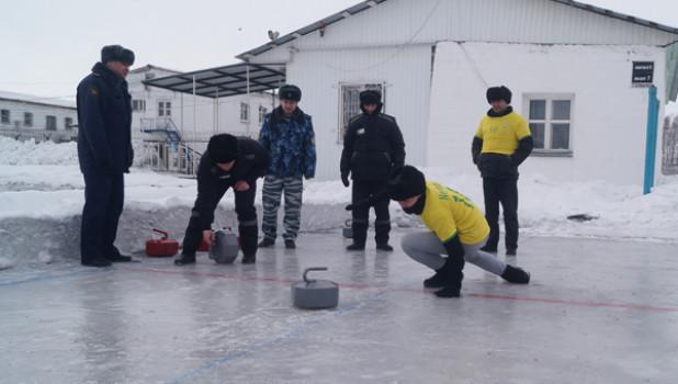В Кузбассе осужденные сыграли в керлинг.