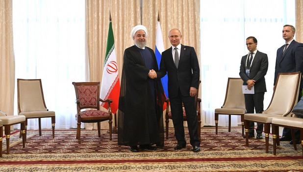 Президенты России и Ирана - Владимир Путин и Хасан Рухани.