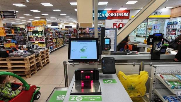 """Кассы самообслуживания в ТЦ """"Первомайский"""" в Барнауле, поставленные в начале 2020 года."""