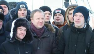 Виктор Томенко и волонтеры.