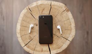 Беспроводные наушники Apple.