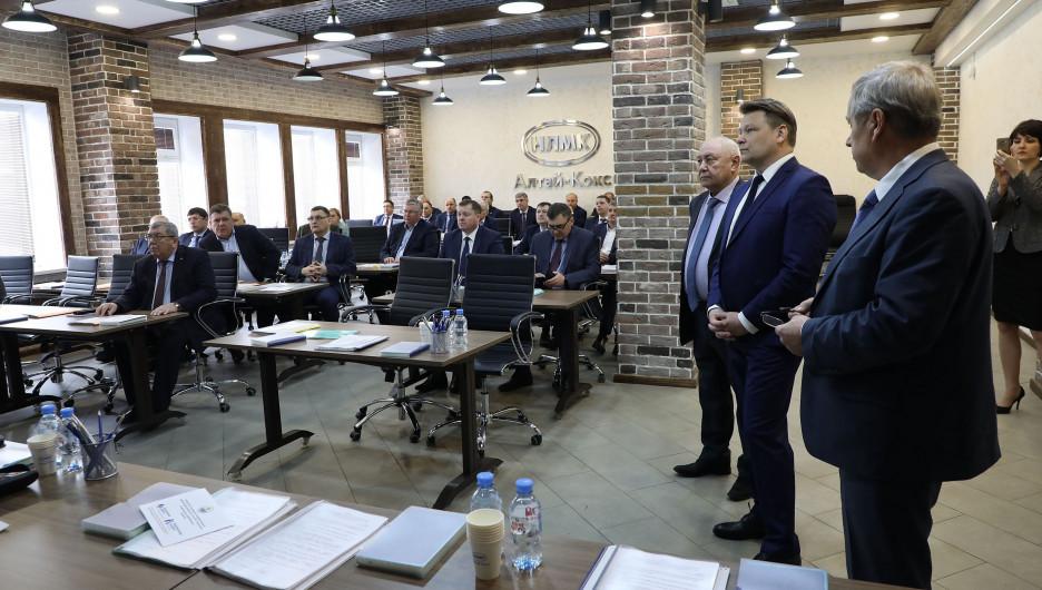 Министр не усмотрел лоббизма в намерении алтайских промышленников идти в депутаты