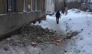 Аварийный дом на ул. Советской Армии, 164.