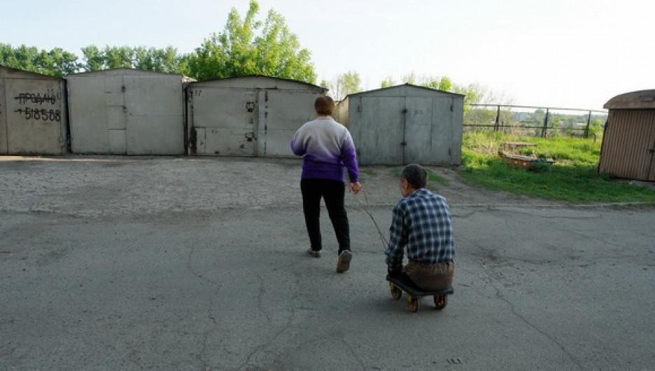 Более 60 тысяч жителей Алтайского края ежегодно проходят медико-социальную экспертизу на определение группы инвалидности.