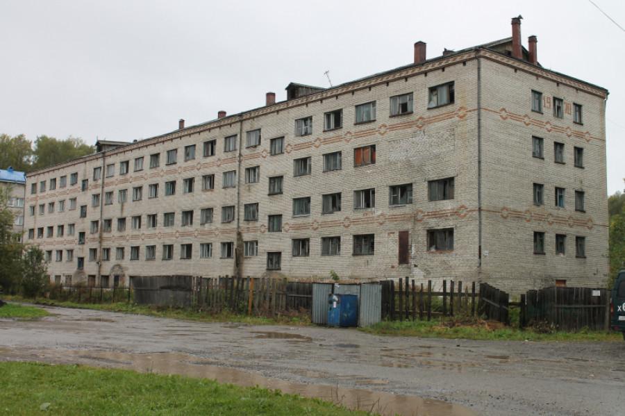 В Горно-Алтайске снесли аварийное здание общежития политехнического колледжа.