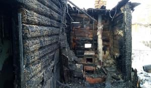 В Новоалтайске сгорел жилой дом.