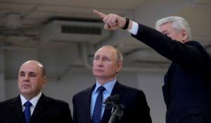 Владимир Путин в центре по мониторингу ситуации с коронавирусом.