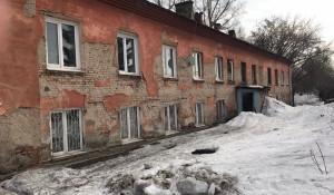 Аварийный дом на улице Строительная 2-я. Барнаул.