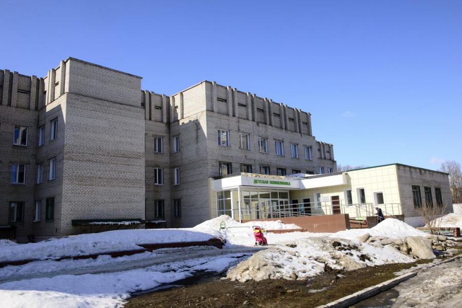 Детская поликлиника в Заринске с окнами от фирмы «Колос».