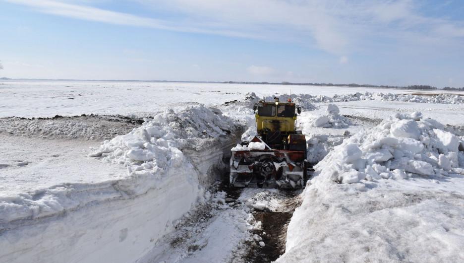 Подготовка дорог и мостов к паводку.