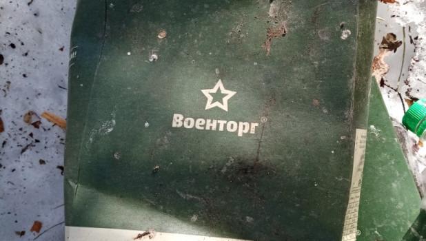 """Мусор в лесу между Фирсово и Бобровкой, где """"тренируются"""" военные."""