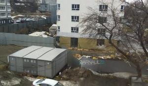 Ветер сдул со стройки мусор. Барнаул.