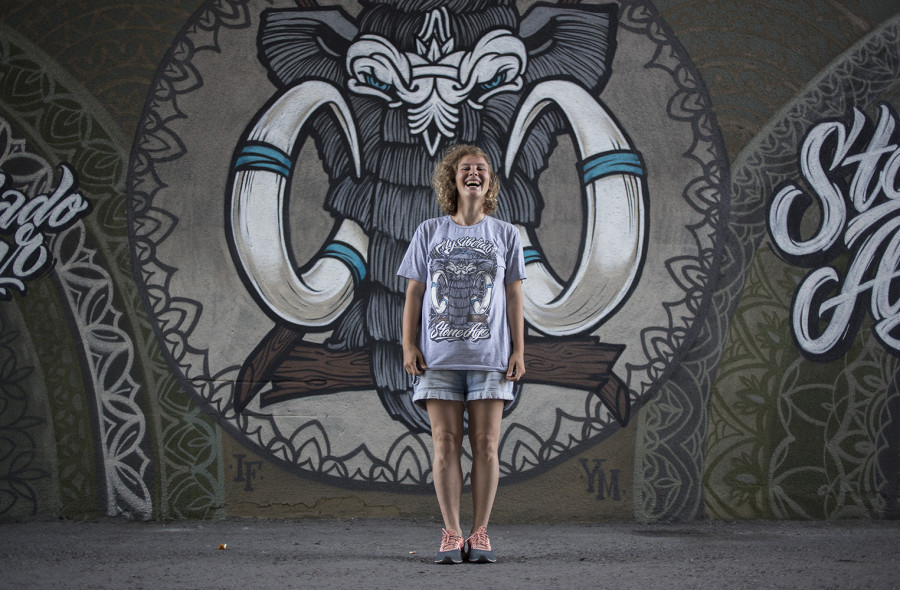 Барнаульский пример стрит-арта. Байк-бар на проспекте Красноармейском. Автор - Марина Ягода.