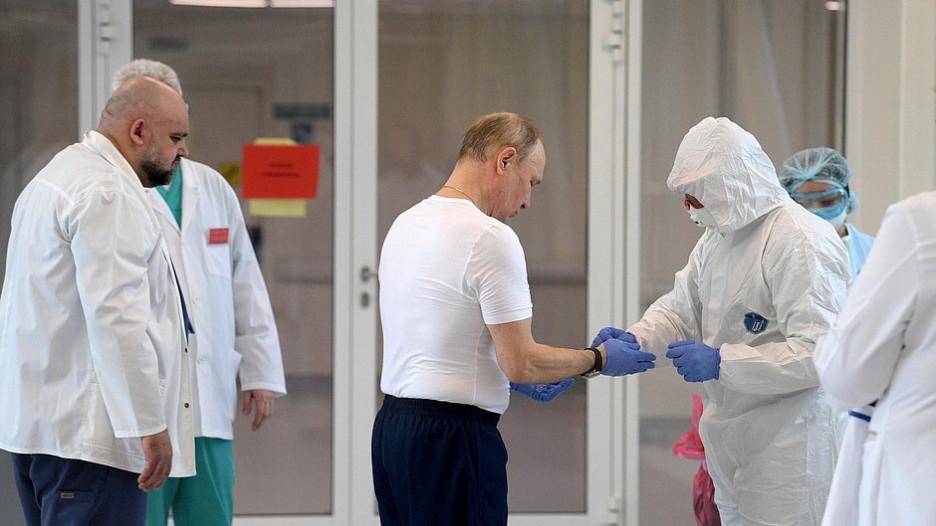 Путин посетил больницу в московском поселке Коммунарка.