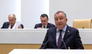 Сенатор Александр Карлин.