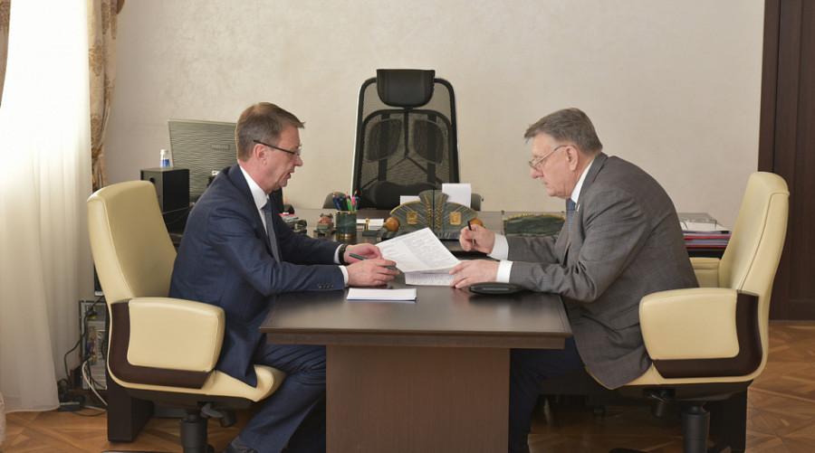 Глава Барнаула Вячеслав Франк и председатель Общественной палаты города Владимир Лопаткин.