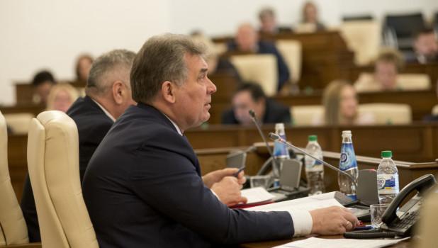 Алтайские депутаты в экстренных случаях разрешили себе принимать законы без сессий