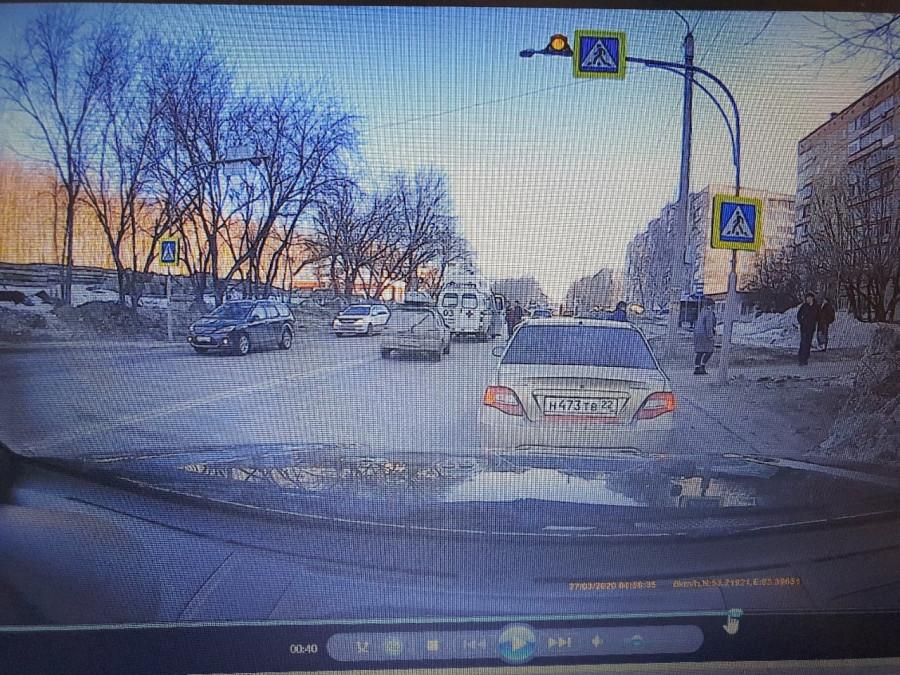 Утренние ДТП на переходах в Барнауле.